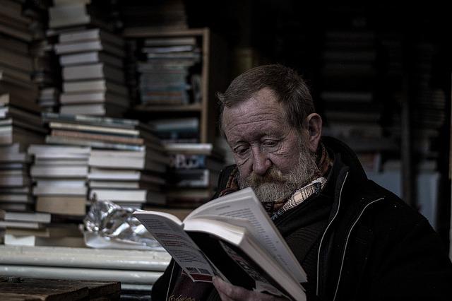 čtení v knihovně