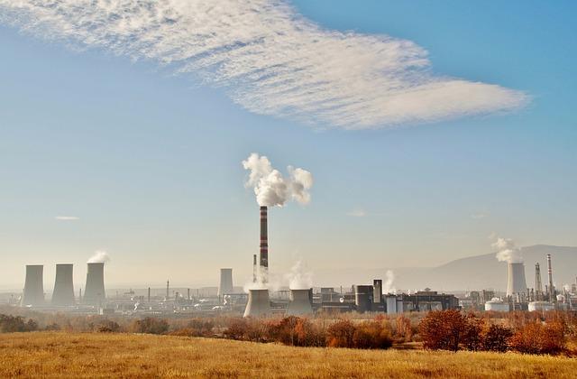 smog z továrny