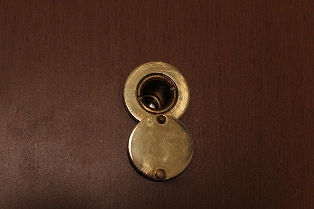 kukátko ve dveřích