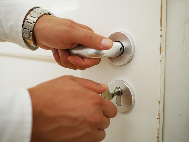 zamykání dveří