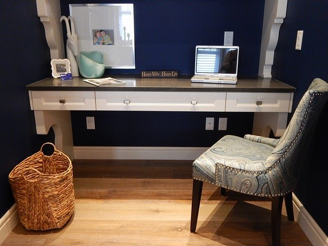 zařízená domácí kancelář