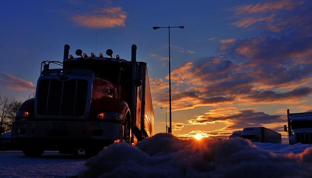kamion za soumraku