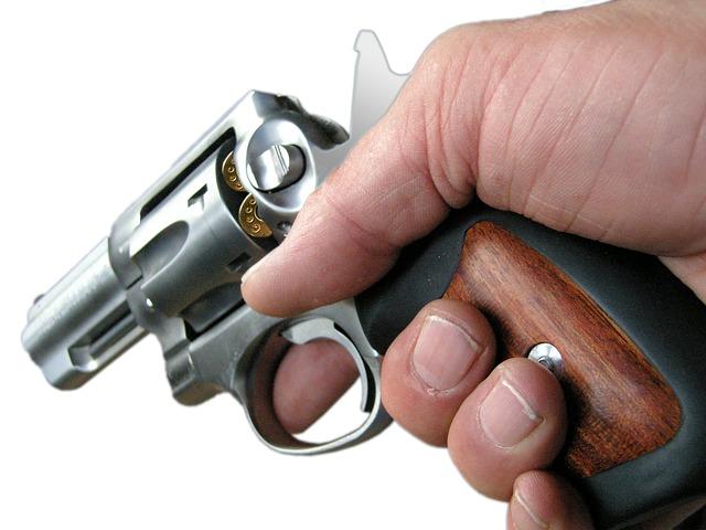 nabitý revolver