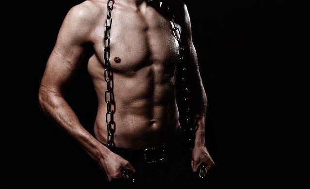 muž s řetězem
