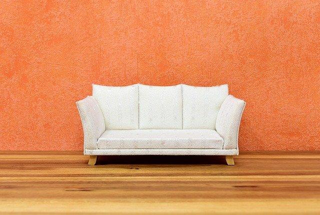 oranžová stěna