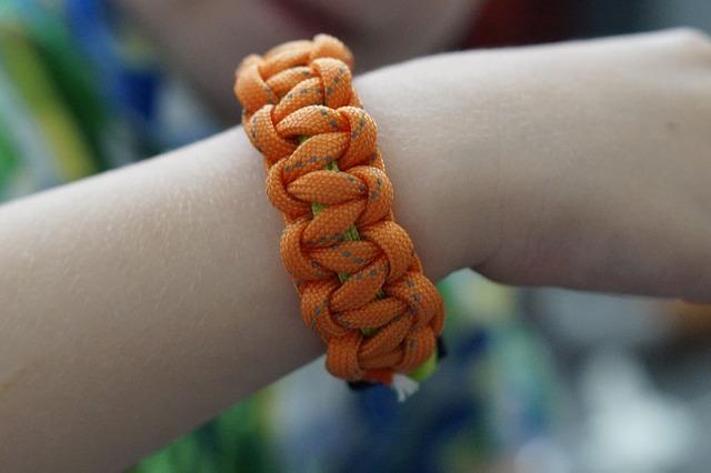 oranžový náramek