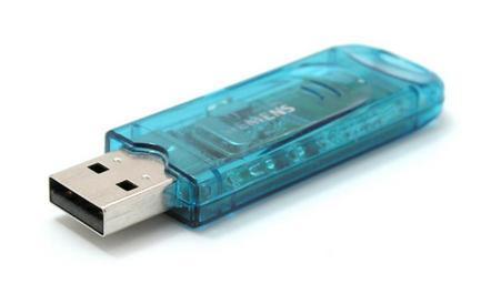 modrý průsvitný USB disk