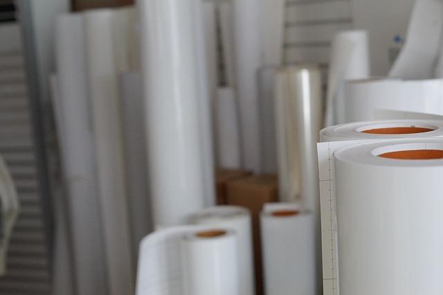 Nepotisknuté archy papíru