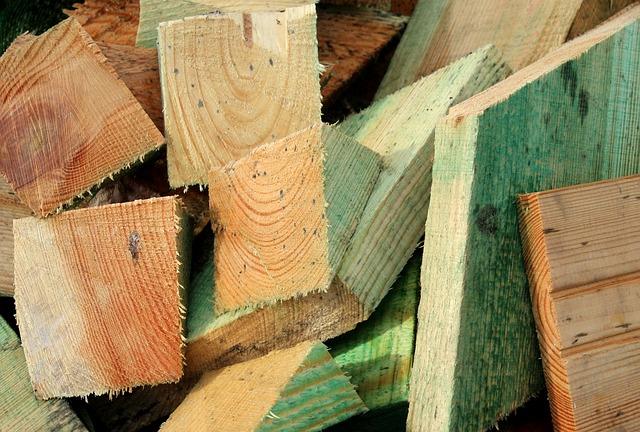 dřevo stavební materiál