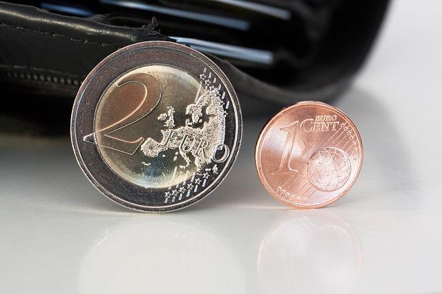 dvě malé euromince