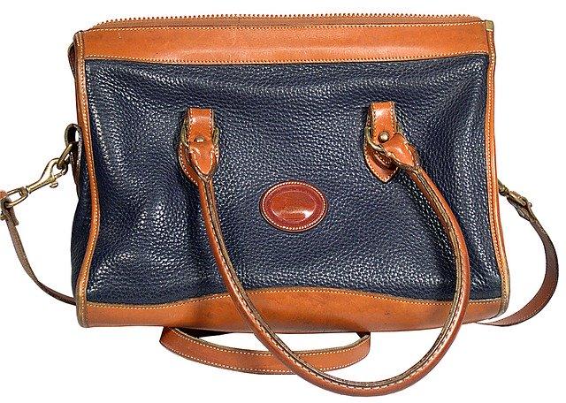 stará kožená kabelka